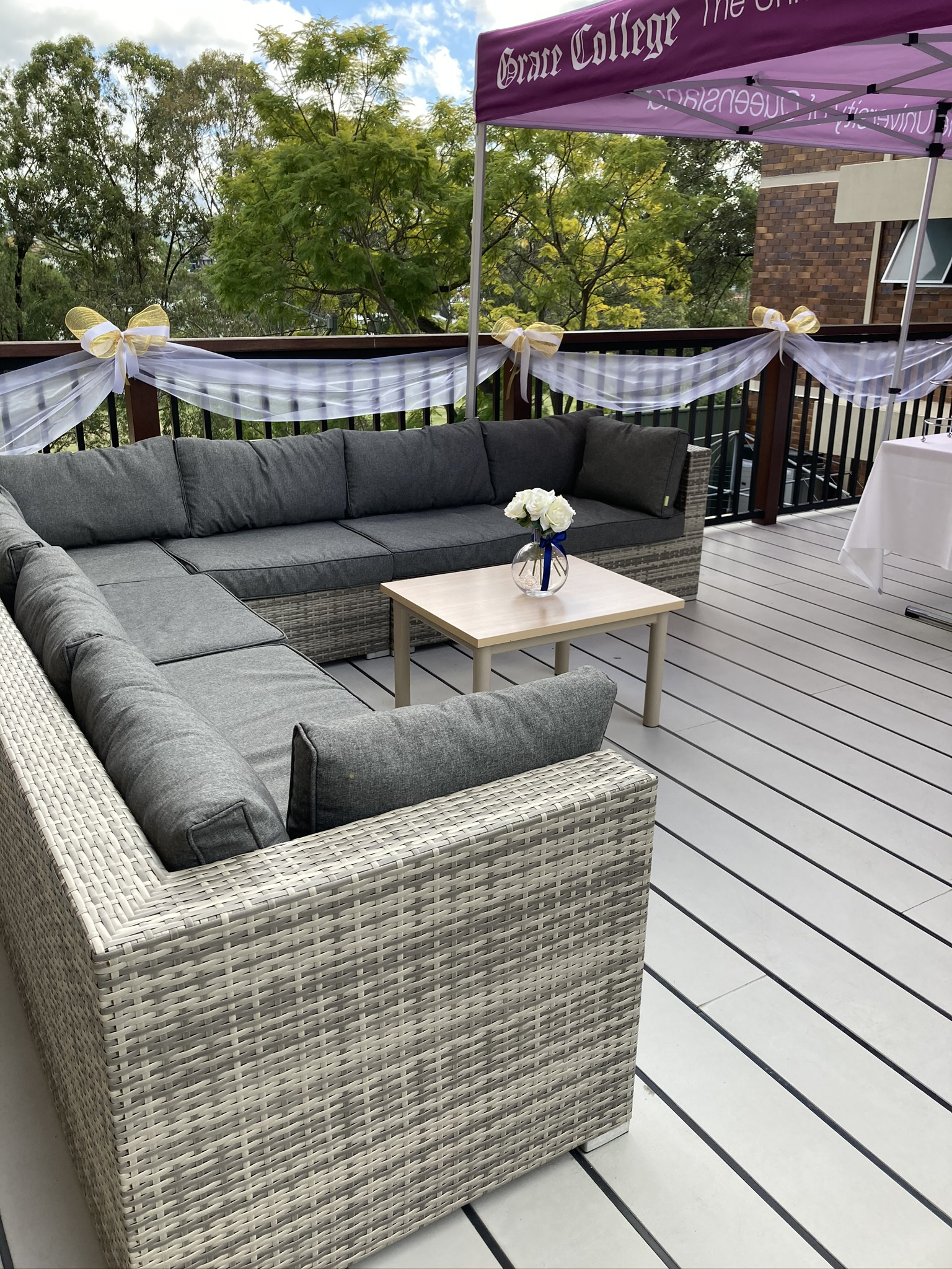 Lounge area on the deck in the outdoor area